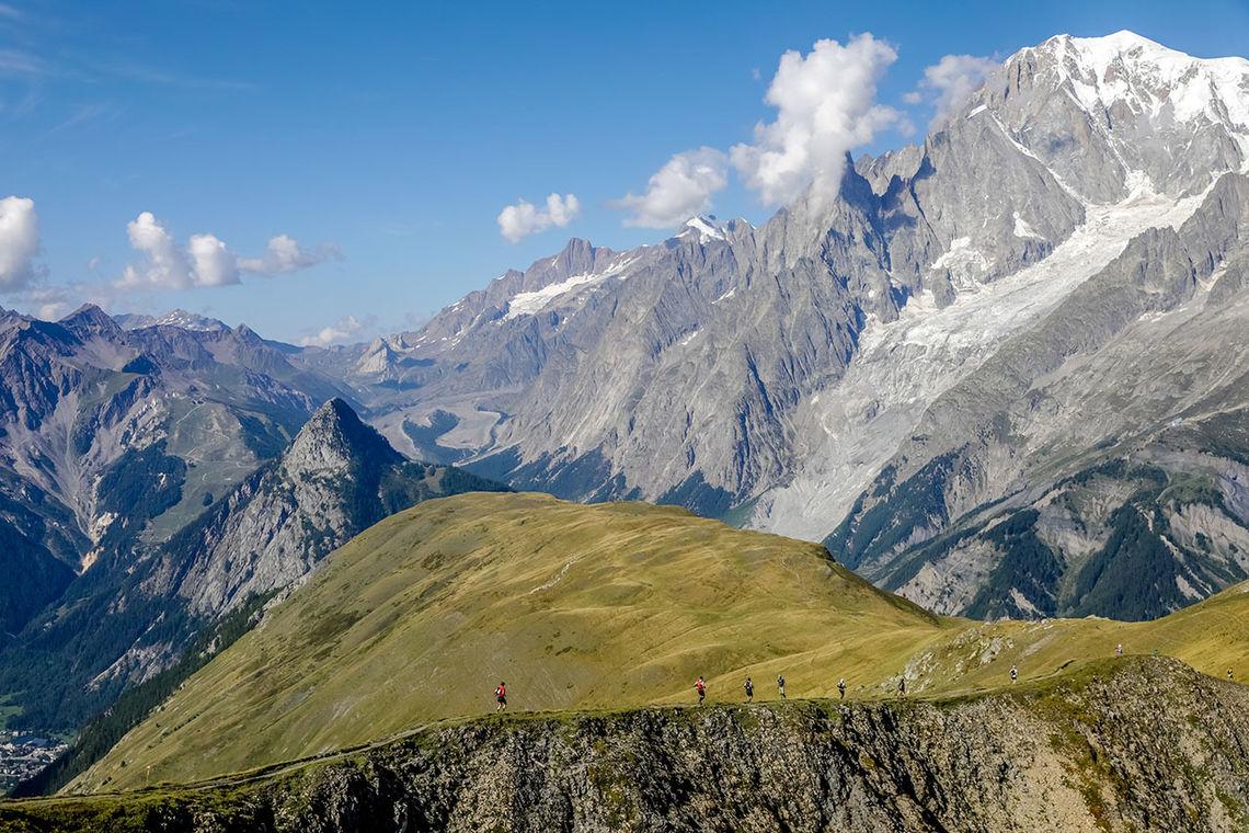 2132 løpere gav seg i kast med de 101 kilometerne og over 6000 høydemeterne i fjelløpet fra Courmayeur i Italia til Chamonix i Frankrike. (Foto: UTMB® / Thomas Bekker)