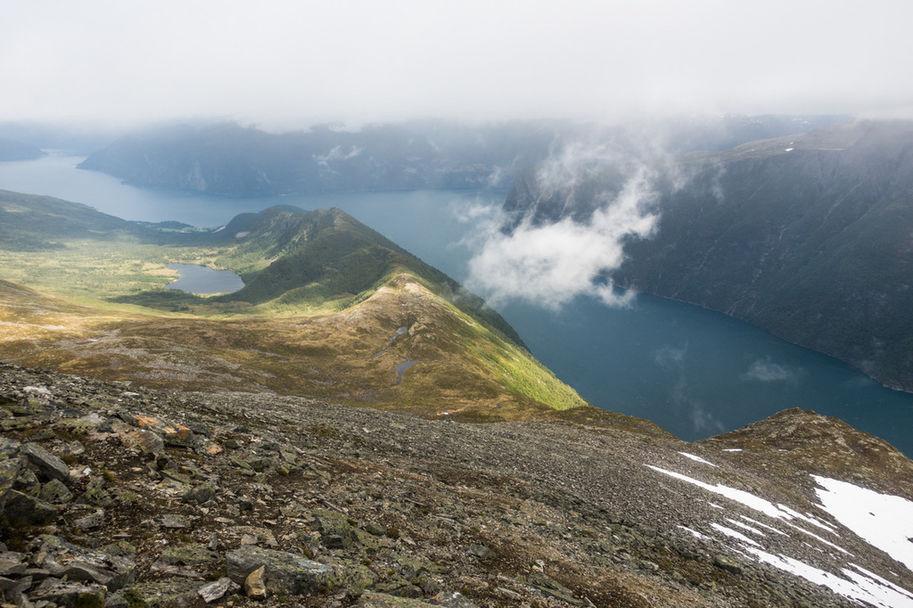 Utsikt fra Fremste Blåhornet mot Lievarden_Foto_Arrangor