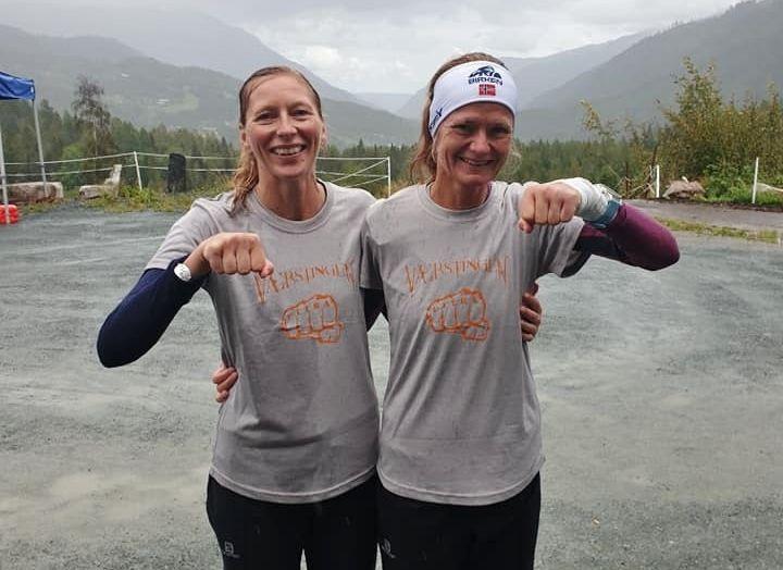 Mariann Langås og Kari Beate Hovde var to av de tre som klarte grå trøye, dvs tre maratonrunder. (Arrangørfoto)