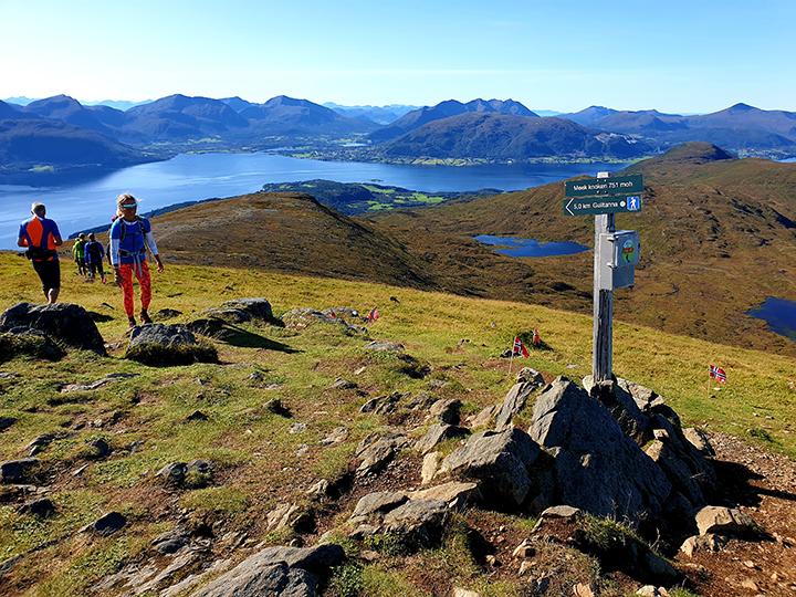Averøy3Fjell-topp.jpg