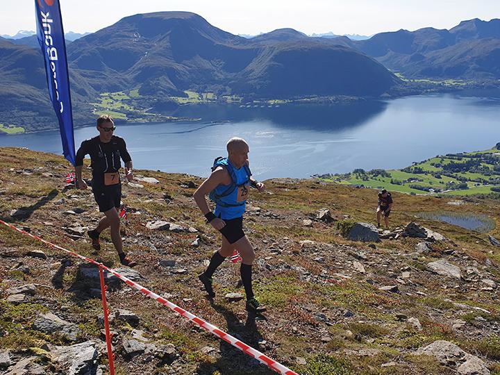Averøy3Fjell-luftig.jpg