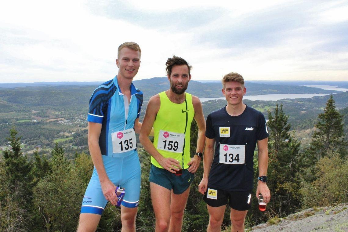 De tre raskeste i herreklassen; tredjemann Lars Buraas, vinneren Sindre Buraas og andremann Herman Martens Meyer. (Arrangørfoto)