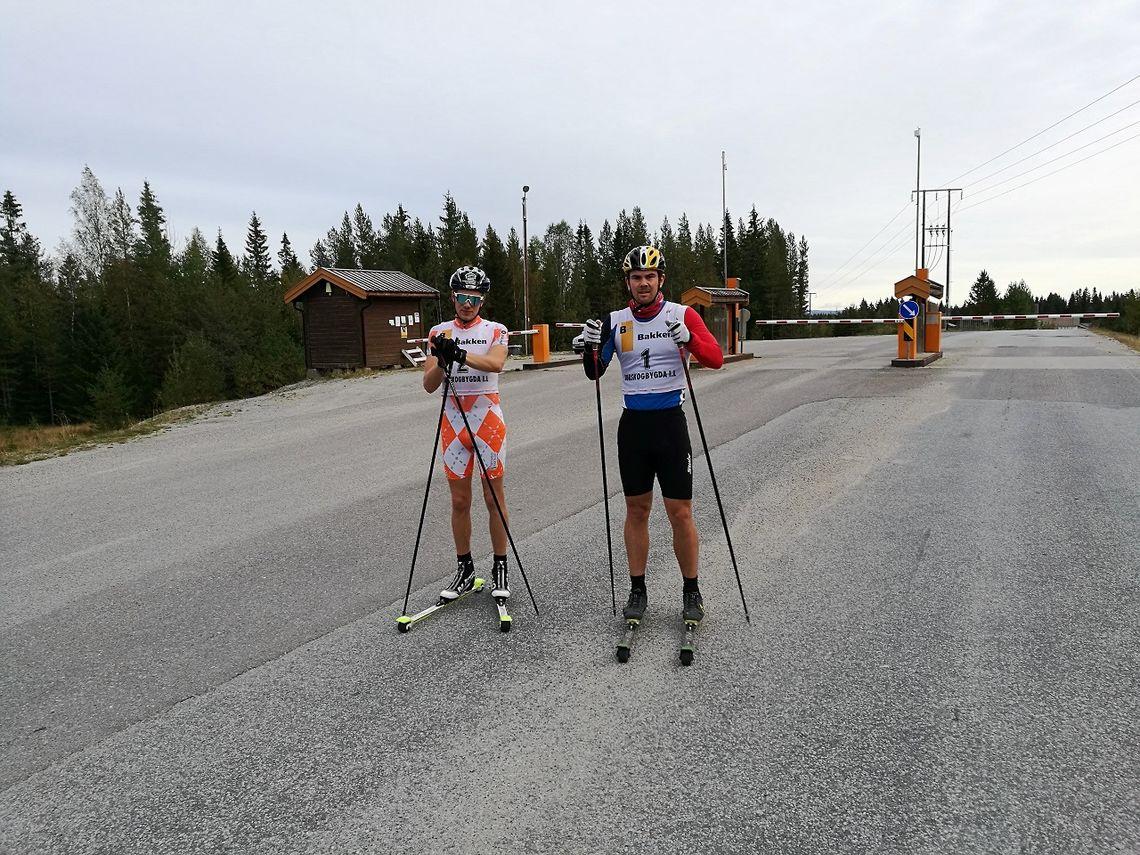 Pål Åge Joten og Ola Snellingen fit for fight på Budorvegen torsdag. (Foto: Trond Ole Myrvold)