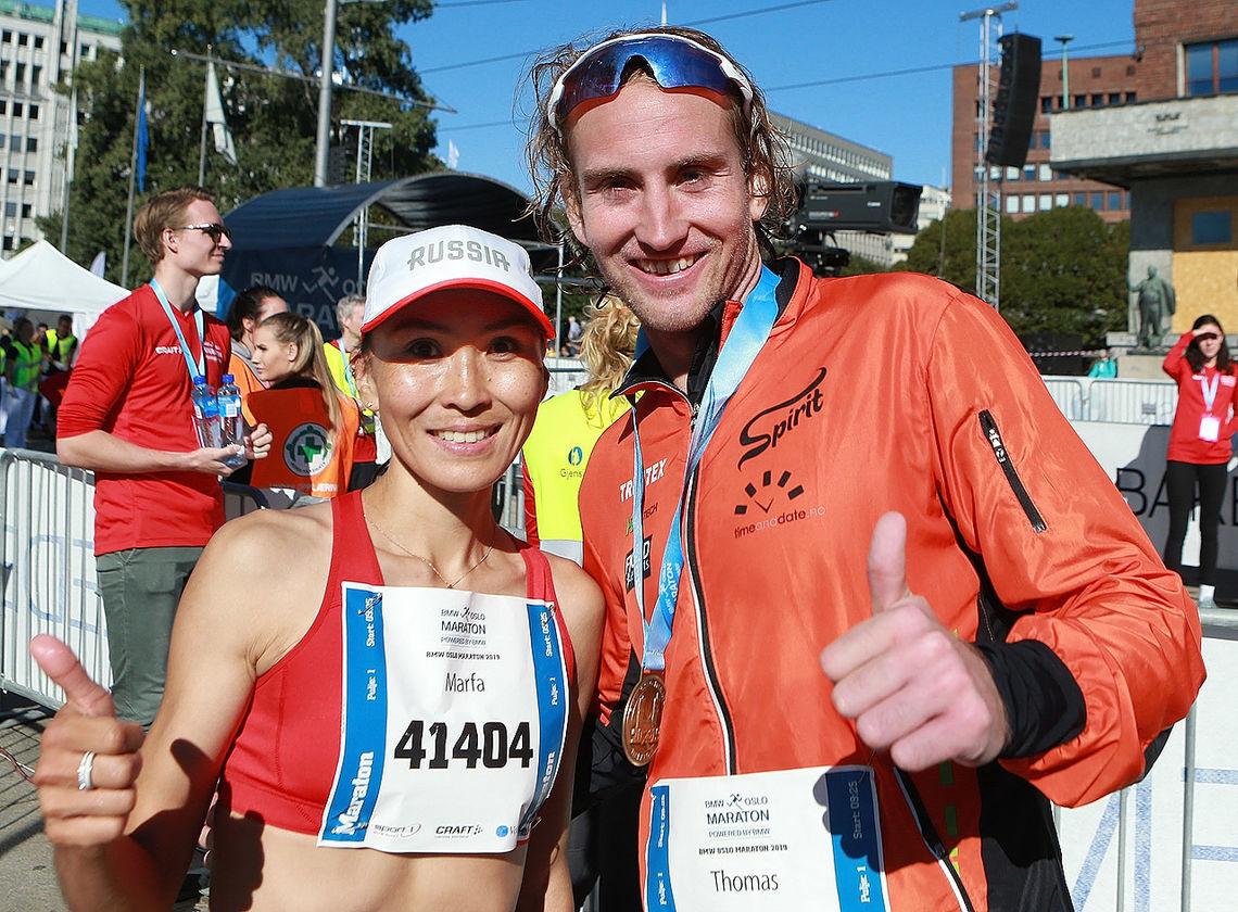 Maratonvinnerne Marfa Troeva og Thomas Asgausen. (Foto: KJell Vigestad)