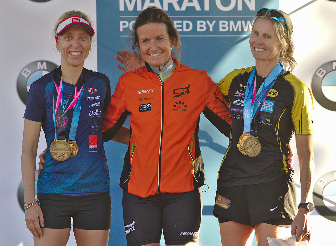 Pallen i kvinneklassen etter Oslotrippelen består av Lena-Britt Johansen (2. plass), Anja Kristin Lindanger og Kirsi Johnsen Skåtøy. (Foto: Per Inge Østmoen)