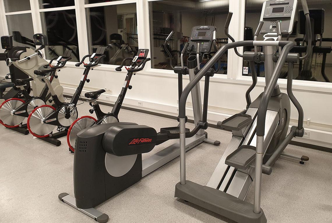 Alternativ trening kan gi framgang siden man ved variert trening holder seg lettere skadefri og kan trene mer. Gøy kan det også være, om man finner et treningsapparat man liker. (Foto: Runar Gilberg)