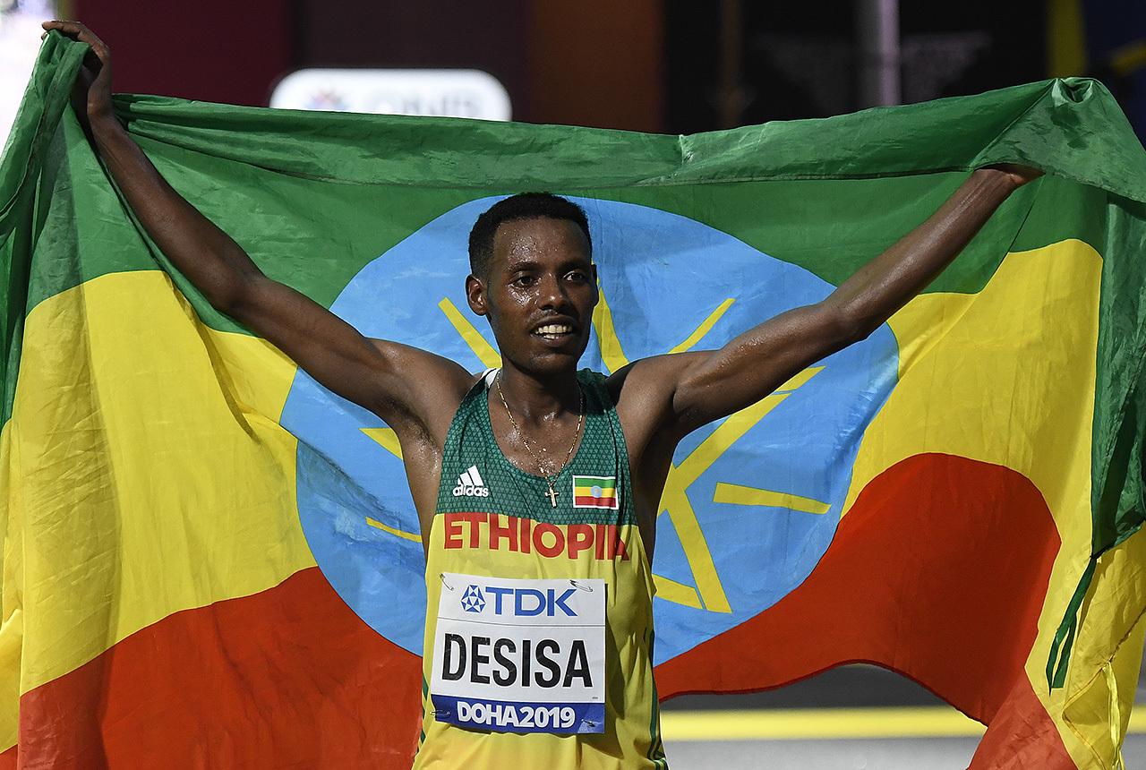 maraton-vinner-desisa-flagg_50D3615.jpg