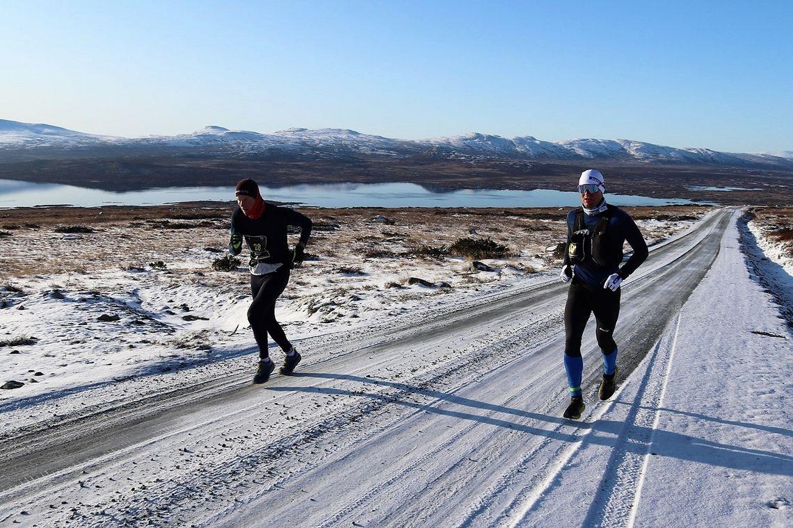 De to klart beste på den nye ultradistansen fra Bygdin til Skåbu, Paul Raistrick (til v.) som til slutt var tre og et halvt minutt foran Øystein Pettersen. (Foto: Linda Aulie Åsen)