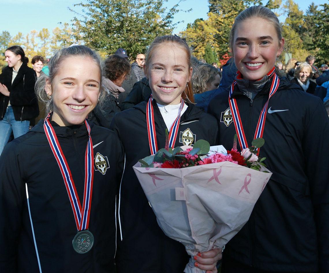 Pallen med 3 x Runar-jenter på toppen. (Foto: Kjell Vigestad)