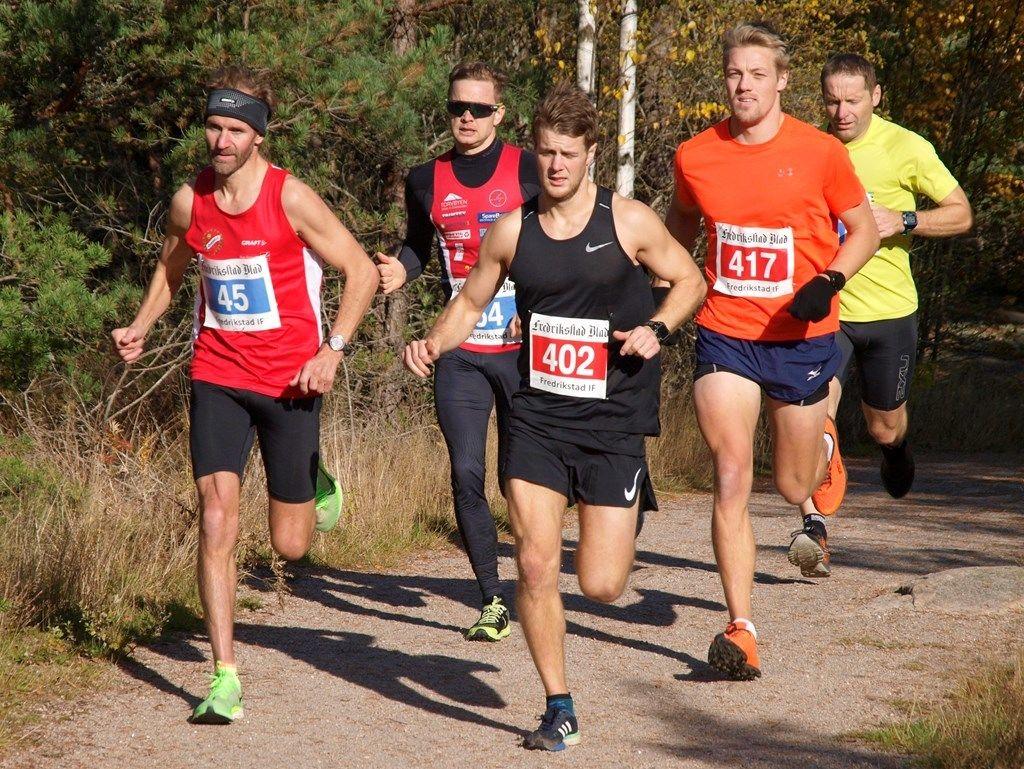 Fra starten der de fire første i mål allerede har tatt kommandoen, 45 Ole-Hermann Røhr, 64 Gaute Hallan Steiwer, 402 Sondre Fylling og 417 Markus Westgaard. (Arrangørfoto)