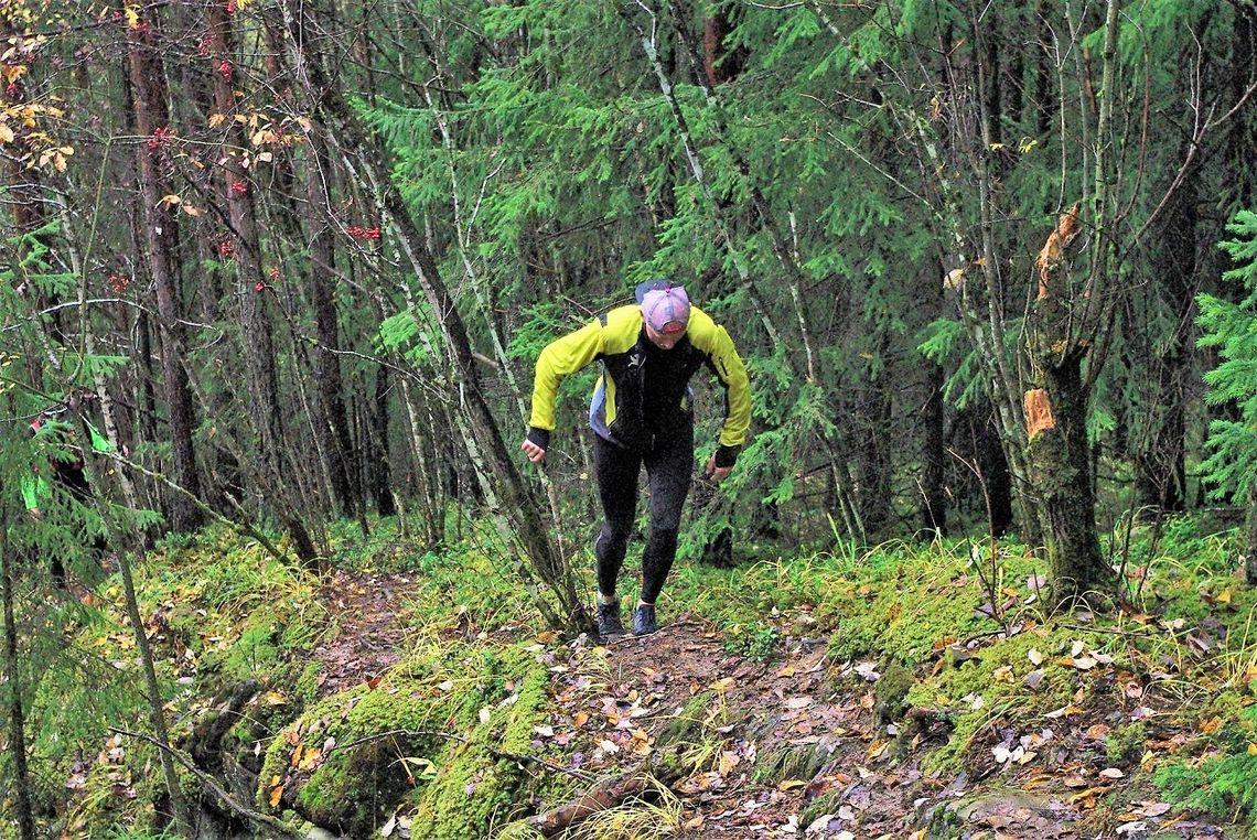 Vinner Kenneth Dæhlen på en tidlig klatrerunde i Furuberget. (Foto fra Bèrghem Ultraløperklubbs facebookside)
