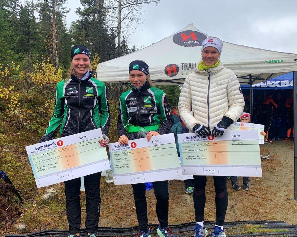 De tre beste i kvinneklassen med Marte Mikkelsplass på topp. (Arrangørfoto)