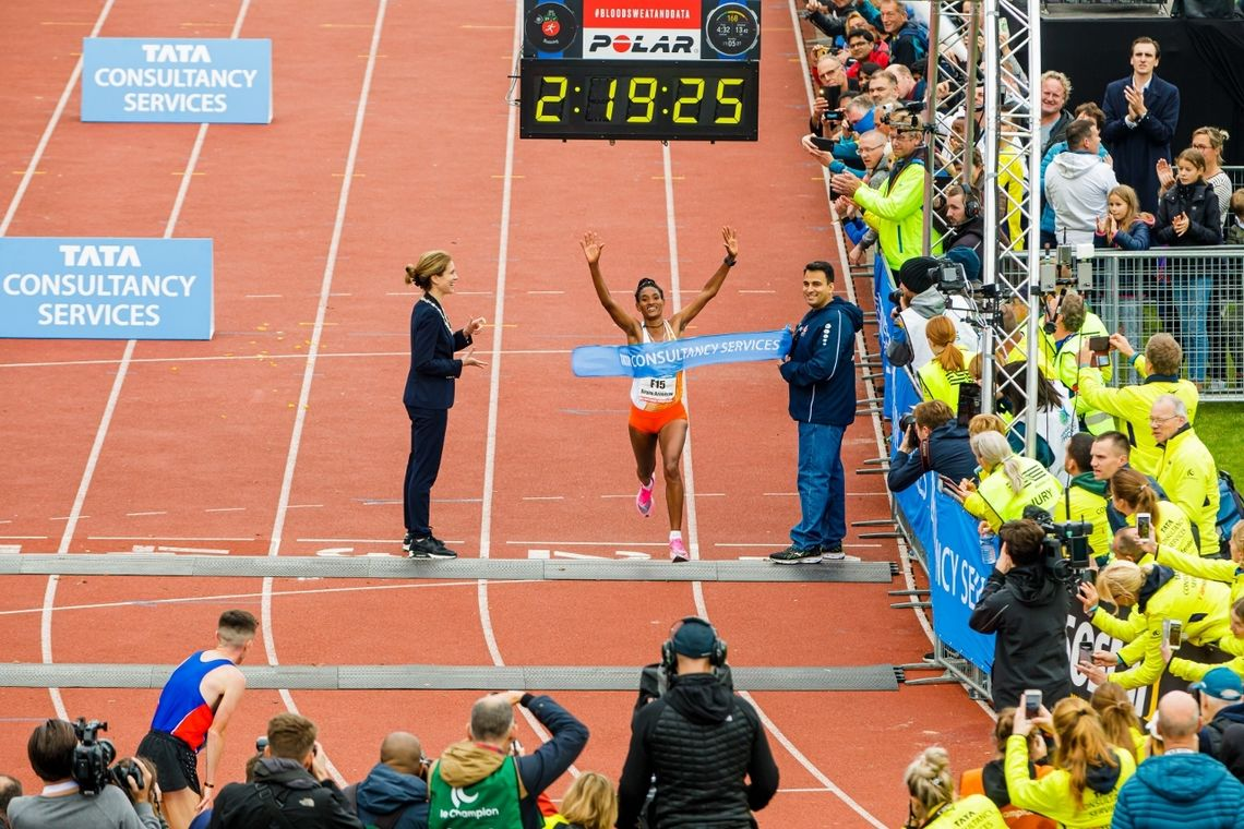 Degitu Azimeraw fra Etiopia debuterte på maraton med seier i Amsterdam. (Foto: TSC Amsterdam Marathon)