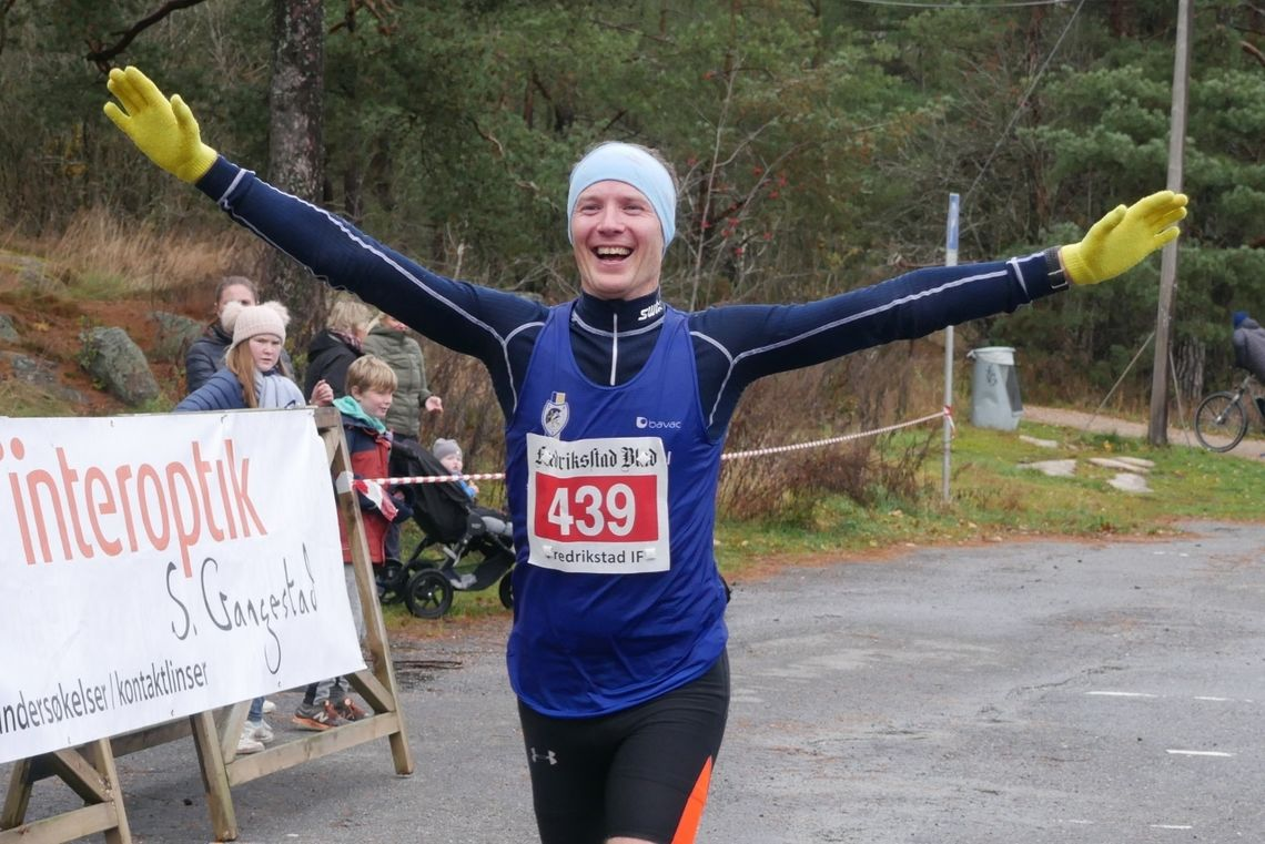 Henning Mortensen fra Lillehammer IF vant Fredrikstad Maraton. (Foto: Rolf. B. Gundersen)