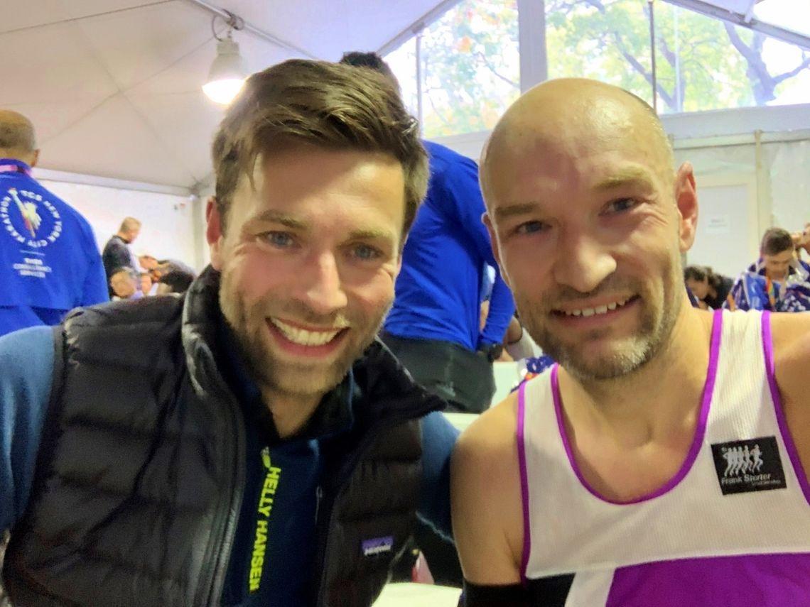 Eirik Gundersen og Jann Post var raskest av de norske i årets TCS New York City Marathon. Bilder er tatt i teltet for sub-eliten etter målgang. (Privat foto)