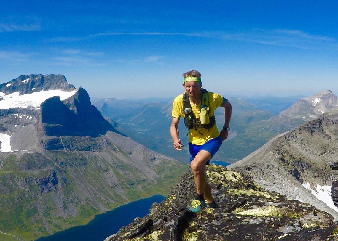 Fjelløper: Odd Edøy liker å løpe i fjellet. Her er et bilde han har tatt med selvutløser fra fjellene rundt Sunndalsøra.