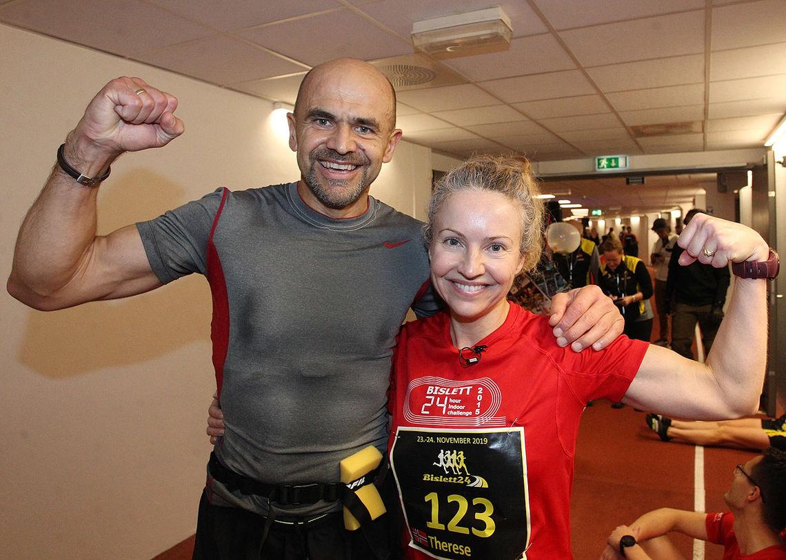 Arvid Haugen og Therese Falk viser muskler etter at de løp inn til NM-gull på 24-timersløpet på Bislett sist helg. Begge er nå tatt ut til EM 24-timers i Verona 2020. (Foto: Kjell Vigestad)