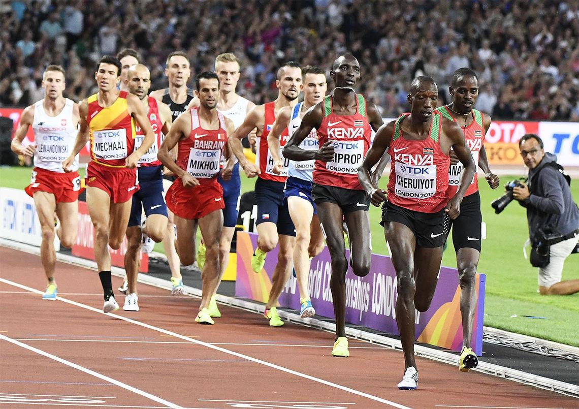 Vi er vant med at kenyanske løpere ligger fremst i feltet og spanske - og andre europeiske løpere - lenger bak. Kan det ha noe med treningsopplegget å gjøre? (Foto: Bjørn Johannessen)