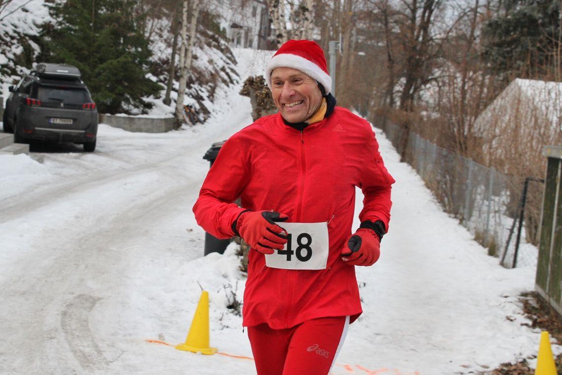 Nils Hjelle var svært korrekt antrukket i fjorårets løp der han ble nummer to på 50 km. (Foto: Olav Engen)