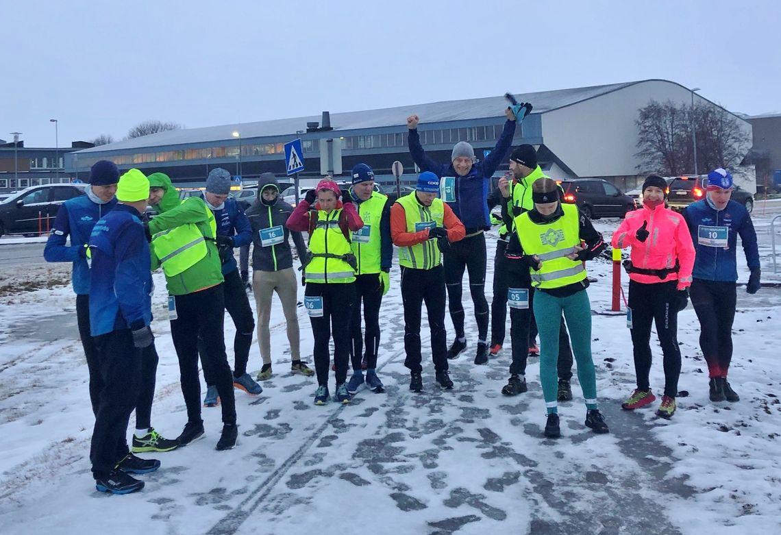 Start på halvmaraton med 15 løpere i feltet. (Foto: Monika Kransvik)