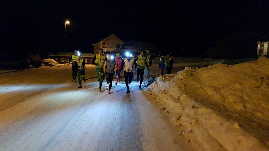 8 mann og 3 kvinner i kveldens fellestart. (Foto: Stein Arne Negård)