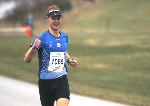 Suveren seier til Tom Erik Halvorsen på halvmaraton. (Foto: Turid Veggeland)