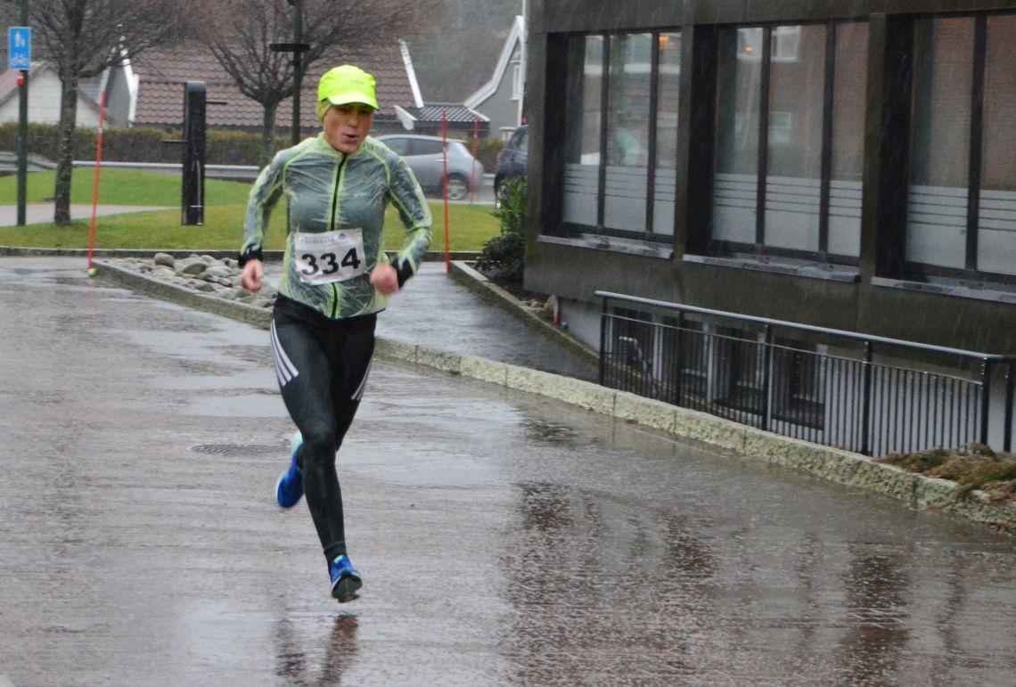 Inger Saanum var raskeste kvinne på 10 km i regnværet. (Foto:Ivar Gogstad)