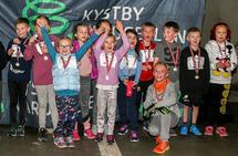 Det var mange barn med i årets første Kystbykarusell