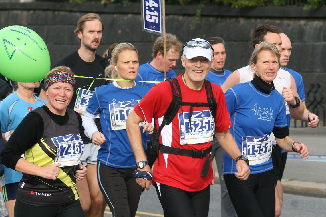 Fartsholdere var mest forbeholdt maraton tidligere, som her fra Oslo Maraton 2009, men nå blir det mer og mer vanlig også på kortere løp. (Foto: Bjørn Hytjanstorp)