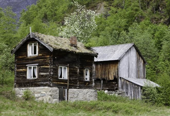 Gamalt hus - colourbox