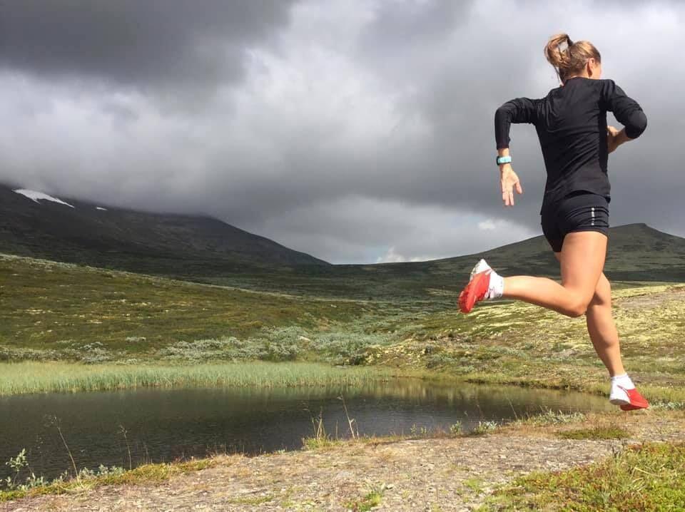 Det nærmer seg en av årets spennende nykommere, Rondane 100. Her er Inger Haugland på prøvetur. (Foto: Arrangøren)
