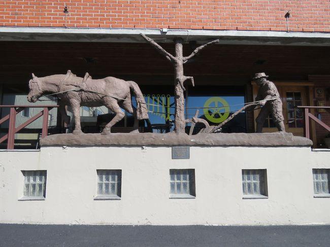 Hesten og bonden utenfor Bye Kroa i Rakkestad sentrum