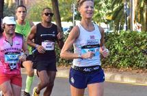 Nina Wavik manglet ett sekund på å toppe halvmaratonlista i 2019. Bildet er fra Valencia Marathon. (Privat foto)