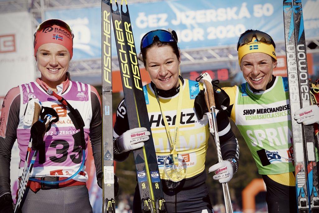 Fra venstre Emilie Fleten, Britta Johansson Norgren og Lina Korsgren. Foto: Visma Ski Classics - Sandra Åhs- Sivertsen