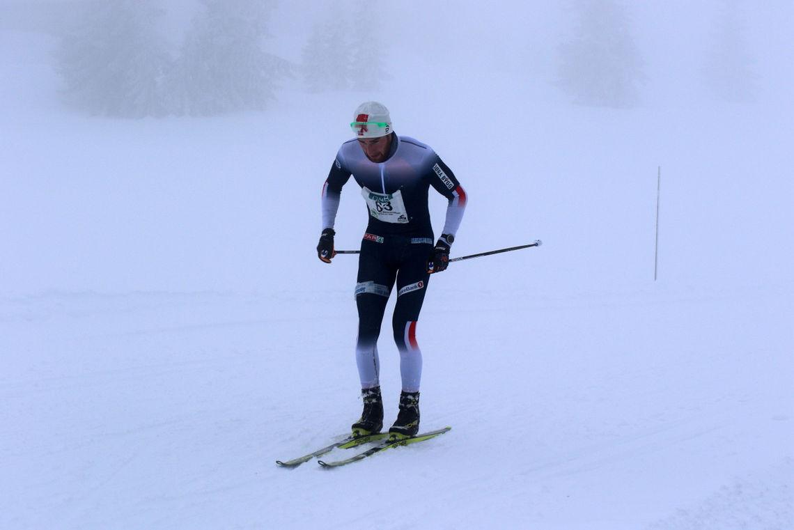 Jørgen Lippert passerte krysset nedenfor Storåsen som førstemann. (Foto: Kjell Arild Andersen)