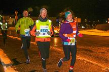 Aina Marie Bratland og Linn Torsvik er på vei gjennom rundkjøringen ved IKEA i Åsane.