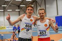 Marius Vedvik jubler sammen med Bjørnar Sandnes Lillefosse som gjorde den viktige og nødvendige harejobben.