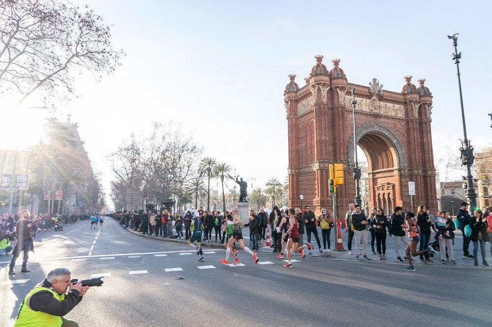 Barcelona er kjent for sine mange severdigheter, og en del av dem kan en også få med seg om en deltar i byens store halvmaratonløp. (Foto: arrangøren)