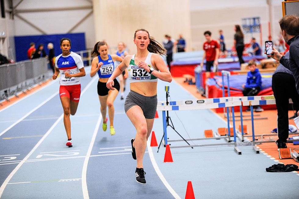 Siri Gamst Glittenberg går først over mål på 600 meter for jenter 16 år og eldre
