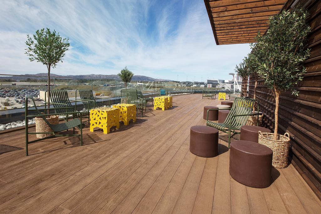Scandic_Flesland_Airport_rooftop terrace_1.jpg