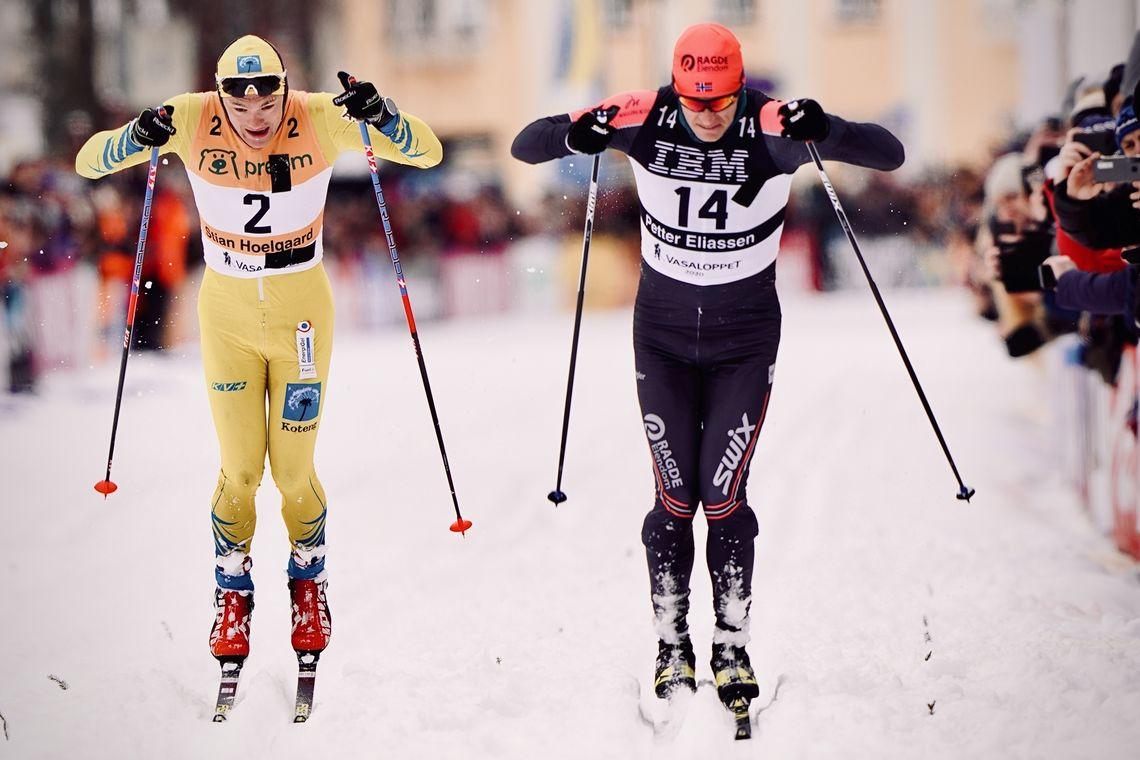 Det ble en spennende spurt mellom Petter Eliassen - til høyre - og Stian Hoelgaard som førstnevnte gikk seirende ut av. (Foto: Magnus Östh)