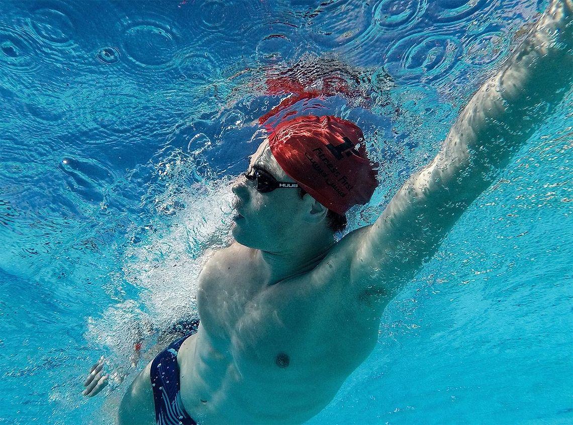 Svømmeren: Både teknikk og kondisjon perfeksjoneres med mange treningstimer i bassenget. (Foto: Mikal Iden)
