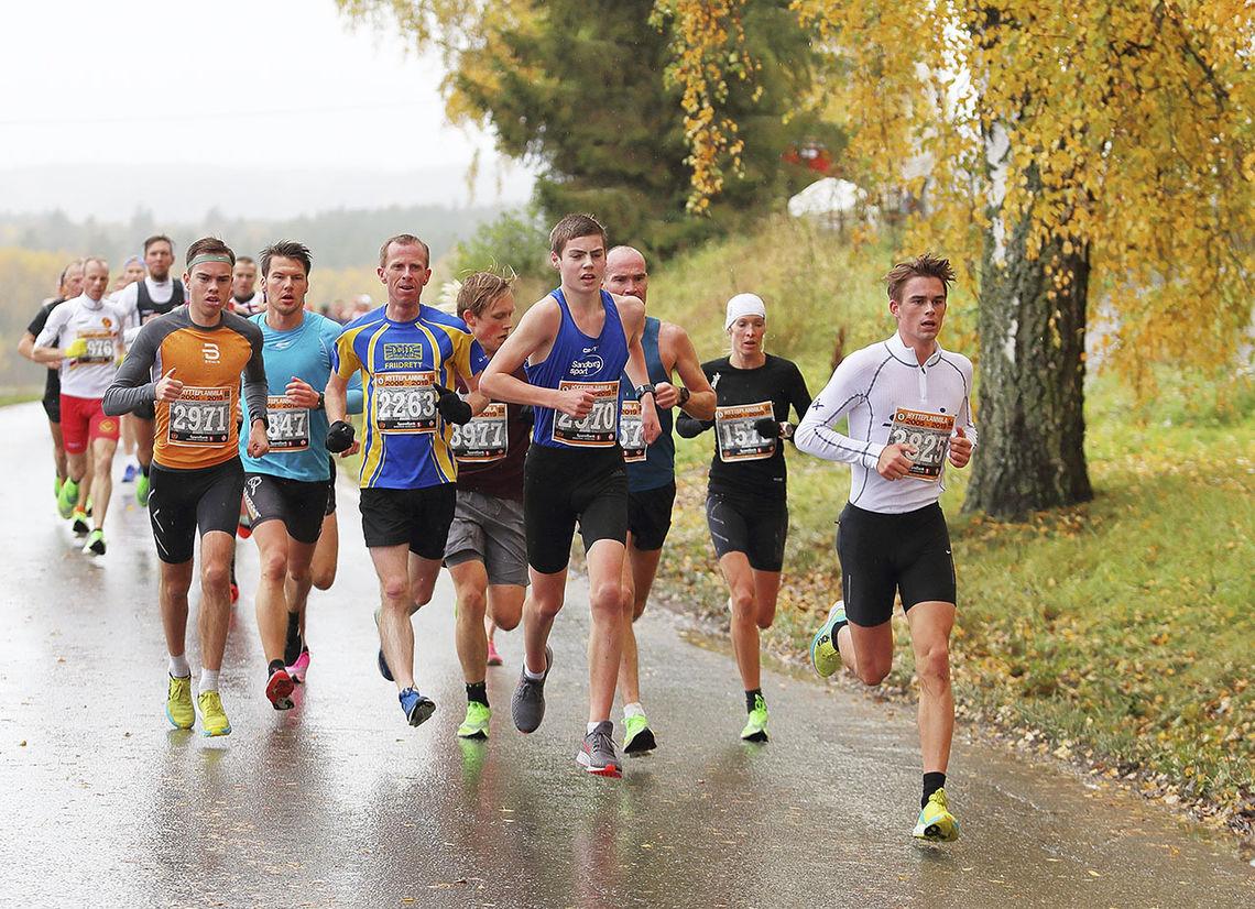 Det er en kunst å finne riktig åpningsfart, ikke minst i et løp som Hytteplanmila der mange virkelig er innstilt på å få ei god tid, og det er fort gjort å la seg rive med. (Foto: Ole Arne Schlytter)