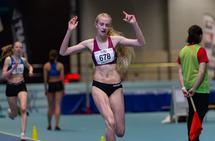 Leona Andersen Vedvik kan juble over UM-gull på 800 meter. (Alle foto: Samuel Hafsahl)