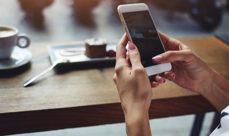Slik er skattereglene når arbeidsgiver dekker telefon - Bilde - ledernytt