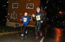 Lærke Orrestad Fykse og Harald Fykse er på vei tilbake til Strandebarm Idrettspark.