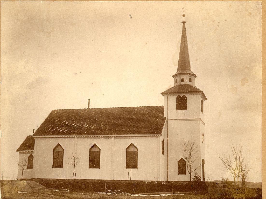 Os kirke.jpg