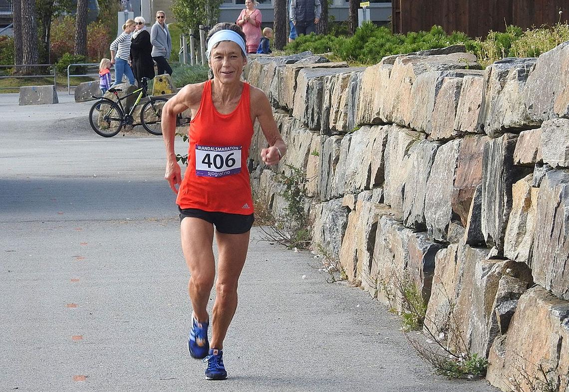 Inger Saanum konkurrerer flittig, først og fremst på sin egen heimebane i Mandal, men hun bruker også å spisse formen mot store maratonløp i utlandet. (Foto: Ivar Gogstad)