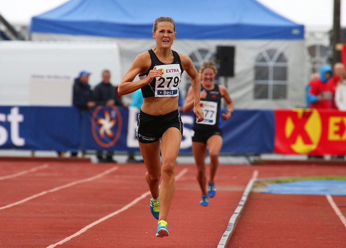 Pernilla Epland tok gull på 10 000 meteren i NM i Byrkjelo i 2018. I år er halvmaratonløpet i EM hovedmålet for 29-åringen. (Foto: Arne Dag Myking)
