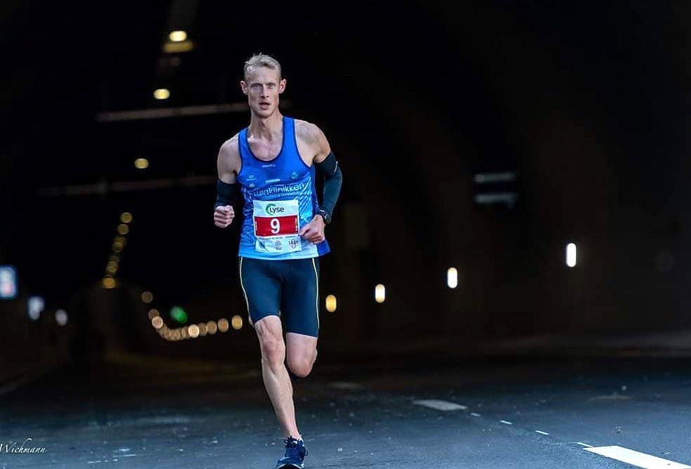 Tom Erik Halvorsen tok en tredjeplass i en av fjorårets store norske løpsbegivenheter, Ryfastløpet. Avlysningene av løp i år har ikke ødelagt ambisjonene for mannen som først og fremst satser på terrengultra. (Foto: Trine Nessler Wichmann)